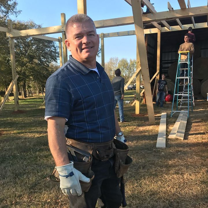 On tonight's Bringing Up Bates it's a jam packed, one hour Thanksgiving-on-the-farm, barn-building, couples-cahooting,…